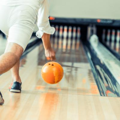 Quelles sont les bases pour bien jouer au bowling ?